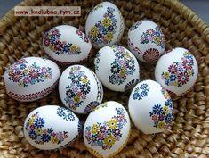kraslice - drobný motiv - fotoalba ulivatelu - D? Egg Shell Art, Easter Egg Designs, Ukrainian Easter Eggs, Easter Egg Crafts, Diy Ostern, Easter Traditions, Egg Art, Egg Decorating, Stencils