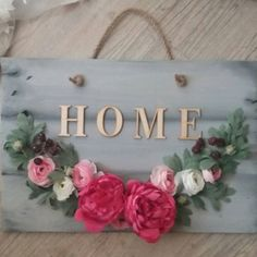 Welcome wreath #wreath #wreaths #welcome #welcomehome #welcomehomewreath #modernwreath #countrywreath #woodandflowers #flowers #flowerwreath #flowerwreaths Wreaths, Frame, Home Decor, Room Decor, Frames, A Frame, Garlands, Home Interior Design, Decoration Home