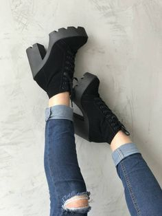 Loved this shoes so much. Pretty Shoes, Beautiful Shoes, High Heel Boots, Heeled Boots, Platform Ankle Boots, Gucci Shoes, Shoes Heels, Sneakers Fashion, Fashion Shoes