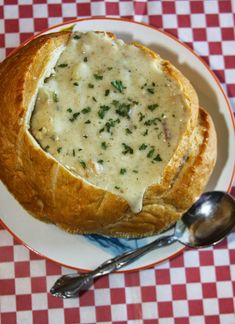 Guy Fieri's Chunky New England Clam Chowder This chunky chowder, a recipe from Guy Fieri, is loaded with tasty ingredients and full of flavor.and guess what? It only takes 25 minutes to make! Clam Chowder Recipes, Seafood Recipes, Soup Recipes, Cooking Recipes, Homemade Clam Chowder, Fish Chowder, Wing Recipes, Clam Chowder Bread Bowl Recipe, Thick New England Clam Chowder Recipe