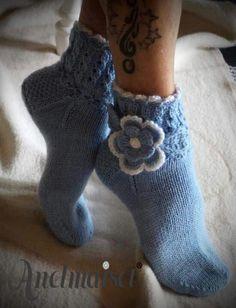 Leuk Knitting Socks, Knit Socks, Funky Socks, Slipper Socks, Crochet Slippers, Crochet Doilies, Fingerless Gloves, Arm Warmers, Mittens
