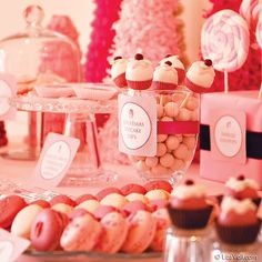 Roze snoeptafel/ candy buffet/snoepbuffet
