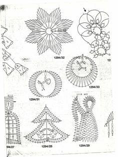 renda de bilros / bobbin lace Natal / Christmas Doily Art, Bobbin Lace Patterns, Crochet Angels, Lacemaking, Lace Heart, Theme Noel, Lace Jewelry, Lace Design, String Art