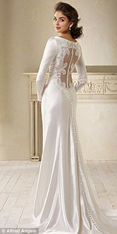 1. i love long sleeve dresses. 2. i love lace. 3. i want to be married now. 4. I WANT!