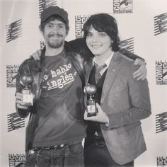 Gerard Way and Gabriel Ba at the 2008 Eisner Awards ~ My Chemical Romance /thatsmile