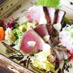 Katsuo Tataki Fresh Bonito broiled by straw-fuel  戻り鰹の藁焼きタタキ  #kaiseki #cuisine #kitaohji #bonito #returnedbonito #tataki #strawfuel #カツオ #鰹 #タタキ #戻り鰹 #藁焼き #japanesefood #instafood #foodpic #foodporn #japanesecuisine #authenticjapanesecuisine #dinner #yum #yummy #thonglor #bangkok #sukhumvit #อาหารญ by takashi.kitahara