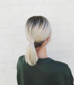 10 coiffures faciles à faire quand on a les cheveux sales 10 easy hairstyles to do when you have dirty hair Hair Inspo, Hair Inspiration, Blonde With Dark Roots, Blonde Highlights, Blonde Streaks, Balayage Hair, Dark Hair, Hair Looks, Hair Lengths