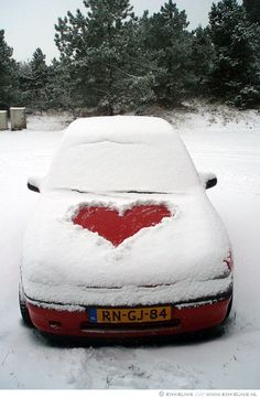 What a cute idea for Valentine's Day for your spouse. if you live in COLD weather!--LOVE this idea.will do it for my honey on Valentine's Day! Heart Day, I Love Heart, Happy Heart, Heart Month, My Funny Valentine, Happy Valentines Day, Valentine Crafts, Heart In Nature, Felt Hearts