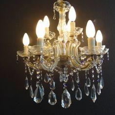 Dubbele kristallen kroonluchter met negen armen en vil met kristallen pegels en…