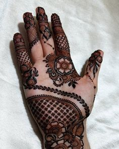 Great henna design ♥️ this Indian Mehndi Designs, Mehndi Designs 2018, Stylish Mehndi Designs, Mehndi Designs For Girls, Wedding Mehndi Designs, Mehndi Designs For Fingers, Beautiful Mehndi Design, Hena Designs, Finger Henna Designs
