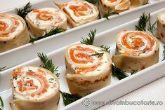 rulada-de-clatite-cu-branza-si-somon Finger Food Appetizers, Finger Foods, Appetizer Recipes, Soup Recipes, Cooking Recipes, Cucumber Recipes, Salmon Recipes, Bacon Wrapped Potatoes, Vegetable Soup Healthy