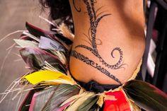 Junto con los celtas, maoríes, nativoamericanos y los del borneo, los polinesios son de los tatuajes tribales más populares que hay. Es un pilar realmente fundamental en el arte y la historia de los tatuajes. Como no podía ser de otro modo, hoy nos dedicaremos entonces a los tatuajes polinesios, hablando un poco ace