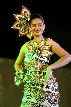 Tongan beauty Polynesian Dance, Polynesian People, Polynesian Designs, Tongan Culture, Polynesian Culture, Dance Costumes, Traditional Dresses, African Fashion, Hawaiian Clothes