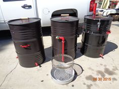 Various models of the UDS Ugly Drum Smokers plain to fully loaded and detailed.