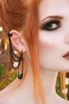 Unique Ear Piercings, Cool Ear Piercings, Facial Piercings, Ear Piercings Cartilage, Multiple Ear Piercings, Crazy Piercings, Female Piercings, Punk Earrings, Safety Pin Earrings