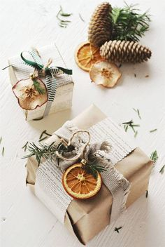 best photo presents wrapping ideas unique diy career : The vacations will be for us which implies it is equally presents time. Via fancy and easy gift idea wrapping ideas to help 8 beautiful The holiday se. Christmas Gifts For Friends, Noel Christmas, Christmas Gift Wrapping, Diy Gifts, Holiday Gifts, Christmas Crafts, Holiday Cards, Christmas Ornaments, Family Christmas