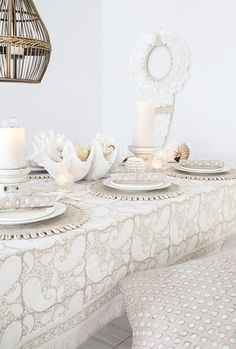 Create a coastal table with a twist with Alabaster Trader's block printed napery and tableware. Modern Coastal, Coastal Style, Coastal Decor, Coastal Industrial, Tropical Bathroom, Coastal Bathrooms, Indian Furniture, Coastal Furniture, Bedroom Minimalist