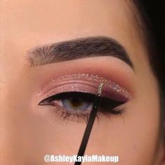 Are you looking for ideas for your Halloween make-up? Browse around this website for creepy Halloween makeup looks. Makeup Eye Looks, Eye Makeup Tips, Cute Makeup, Smokey Eye Makeup, Glam Makeup, Skin Makeup, Makeup Inspo, Eyeshadow Makeup, Makeup Inspiration