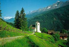 Lekker de hele dag wandelen en dan bij thuiskomst in hotel zwemmen en lekker sauna. Mmmm.  Bergkirche Waier bei Matrei in Osttirol, © Österreich Werbung/Bohnacker