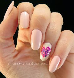 Dotted heart accent nail