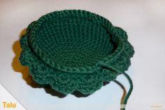 Qualle häkeln - Anleitung für Amigurumi Krake / Oktopus - Talu.de Knitted Hats, Crochet Hats, Beanie, Knitting, Diabetes, November, Pullover, Amigurumi, Baby Knitting