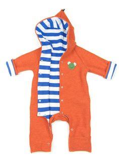 Orangefarbener Baby Walkoverall aus Schurwolle vollständig gefüttert mit blau-weiß gestreiften Bio-Jersey - perfekt für den Herbst & Winter! Nachhaltig und fair hergestellt in Dresden von internaht - feine Biokleidung für Babys & Kinder.  Kennt ihr dieses raschelnde Geräusch von Schneeanzügen? Und dieses leicht kalte Gefühl, wenn man sie anfasst? Unsere Kinder mochten herkömmliche Schneeanzüge genauso wenig wie wir.  Deshalb haben wir für die Kleinsten eine wohligwarme, kuschelige un...