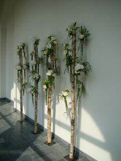 Deco Floral, Arte Floral, Floral Design, Unique Flower Arrangements, Floral Centerpieces, Ribbon Chandelier, Hotel Flowers, Corporate Event Design, Corporate Flowers