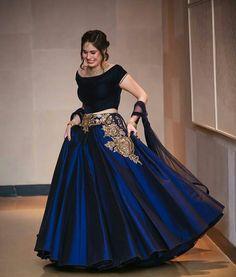 #lehenga #bridallehenga #embroidery #manishmalhotra #hairstyle #bun #weddingphotography #photography