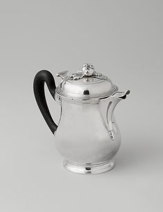Hot milk pot, 1783/84, France, silver.