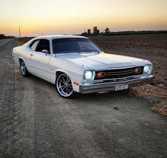One of the nicest ones I've seen. Mostly Mopar Muscle Classic Chevy Trucks, Classic Cars, Classic Motors, Plymouth Duster, Dodge Duster, Plymouth Valiant, Dodge Muscle Cars, Mustang Cars, Pontiac Gto