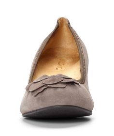 Add luxury to your wardrobe with a pair of Elevated Hayes Wedges from Vionic Shoes. From the custom molded wedge heel to the leather flower at the tow, each feature designed to complement your formal or work wear. Arch Support Shoes, Orthopedic Shoes, Heel Pain, Shoes World, Leather Flowers, Get Dressed, Travel Style, Wedge Heels, Loafers