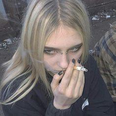 I see you but i don't see me Is it me what the fuck am I seeing Cigarette Aesthetic, Grunge Girl, Women Smoking, Sad Girl, Aesthetic Grunge, Girls Club, Tumblr Girls, Models, Goth Girls