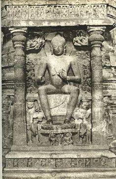 Sitting Buddha (ประลัมพปาทาสนะ) Ellora Caves : past Gupta B. Buddha India, Buddha Life, Stone Sculptures, Sitting Buddha, Buddha Statues, Greek Art, Buddhist Art, Sanskrit, Indian Art
