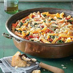 Upgrade pasta night with one of these one-dish dinners that the whole family will enjoy.What's better than an easy pasta dish for a weeknight dinner? A one-dish pasta recipe! With these one-dish pasta suppers, dinner can be on the table quickly, and … One Dish Dinners, One Pot Meals, Weeknight Dinners, Dump Dinners, Easy Dinners, Vegetarian Recipes, Cooking Recipes, Healthy Recipes, Sauce Recipes