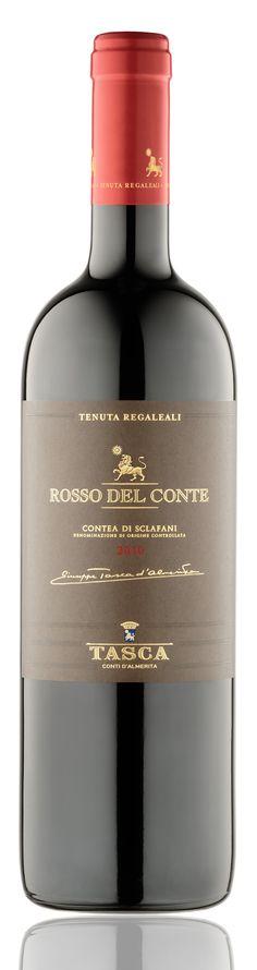 Tasca d'Almerita ROSSO DEL CONTE DOC. Tai viena iš Sicilijos vizitinių kortelių. Garsusis Rosso del Conte, gaminamas iš daugiau nei keturiasdešimties metų amžiaus Nero d'Avola vynmedžių derliaus ir laikomas šiuolaikinių aukščiausios klasės Sicilijos raudonųjų vynų etalonu. Šis vynas su amžiumi tik gerėja ir yra skirtas ilgam išlaikymui. 18 mėnesių brandinamas 100% naujose prancūziško ąžuolo (Allier & Tronçais) 225 litrų statinėse, po to bent 6 mėnesius laikomas butelyje.