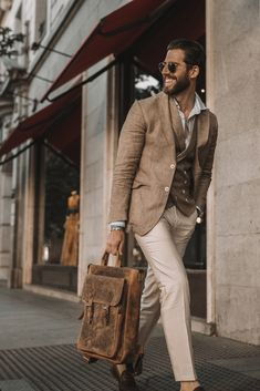 Mens Leather Tote Bag, Leather Men, Leather Totes, Leather Purses, Male Fashion Trends, Mens Fashion, Suit Fashion, Work Fashion, Fashion Bags
