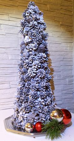 Christmas tree, in Sparkling silver pinecoles. High: 60 cm