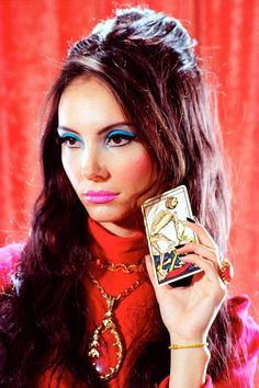 Samantha Robinson in The Love Witch 70s Makeup, Vintage Makeup, Makeup Inspo, Makeup Tips, Hair Makeup, Anna Makeup, Mode Inspiration, Makeup Inspiration, The Love Witch Movie