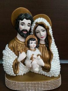 Busto Sagrada Família com Pérolas - 20 cm Mother Mary Images, Images Of Mary, Jesus Art, Religious Art, Altar, Decoupage, Diy And Crafts, Angel, Christmas Ornaments