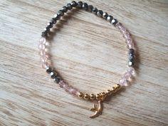Seed beads bird charm bracelet pink metallic gray by BiancasArt Seed Beads, Seeds, Metallic, Beaded Bracelets, Charmed, Bird, Gray, Trending Outfits, Unique Jewelry