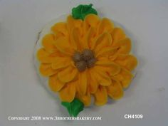 This sunflower cookie is almost too sweet to eat! #sunflower #cookies