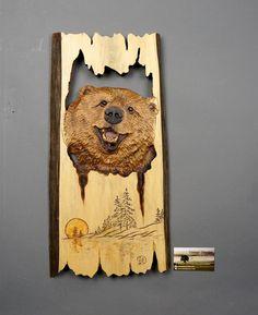 Oso Grizzly en talla de madera madera Arte Mural por DavydovArt