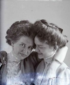 The Photographed Woman – 1909 in Virginia USA- Hundreds of female portraits made by an itinerant photographer named Hugh Mangum, who rode the trains to the small towns of North Carolina, Virginia and West Virginia in 1909. They're notably unusual for the period by their informal and lighthearted style.