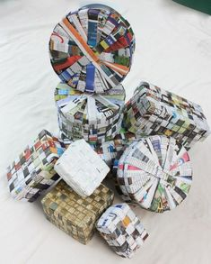 Crafts with newspaper: photos & steps! - New decoration styles - Newspaper Crafts Upcycled Crafts, Recycled Paper Crafts, Recycled Magazines, Newspaper Crafts, Recycled Art, Recycle Newspaper, Cute Crafts, Diy Crafts, Magazine Crafts