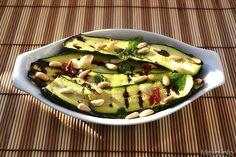 Zucchine marinate, scopri la ricetta: http://www.misya.info/2013/06/29/zucchine-marinate.htm