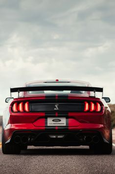 Ford has launched their Fastest Supercar - 2020 Ford Mustang Shelby Se Ford Mustang Shelby Pictures, Images & Wallpapers. Ford Mustang Shelby Gt500, New Ford Mustang, Red Mustang, Mustang Cars, Luxury Sports Cars, Hot Cars, Ford Mustang Wallpaper, Modern Muscle Cars, Ford Classic Cars