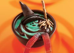 Save for Halloween (or Wizard of Oz party) Melting Witch Pudding Cups dessert Creepy Halloween Food, Theme Halloween, Holidays Halloween, Halloween Treats, Happy Halloween, Halloween Goodies, Halloween Recipe, Halloween Dishes, Spooky Food