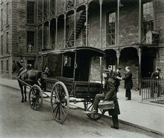 Bellevue Hospital ambulance, New York City, 1895 (Afflictor.com)