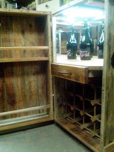 Mini bar con pallets y Descartes de otros muebles. 100% Reciclotimico!