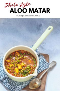 Dhaba Style Aloo Matar served with Roti's, is often found at the road side dhaba's. { Potatoes and Peas cooked in an tomato Onion sauce } Lunch Recipes, Vegetarian Recipes, Vegetarian Lunch, Delicious Recipes, Dinner Recipes, Amazing Recipes, Aloo Matar Recipe, Kurma Recipe, Indian Cookbook